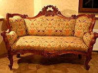 Резной диван